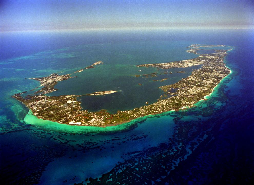 Melyik országhoz tatozik a Bermuda szigetcsoport?