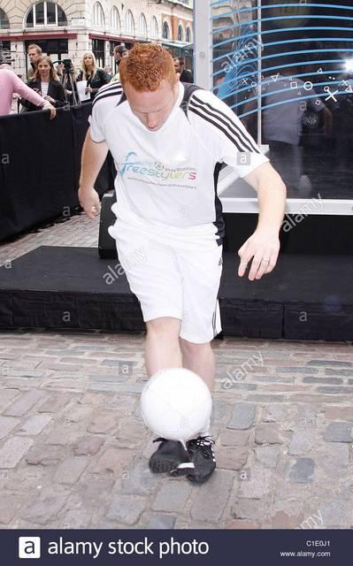 """Tippelj! ( Foci ).....Mennyit """"dekázott"""" foci labdával, 2009-ben a rekord tartó Dan Magness?"""