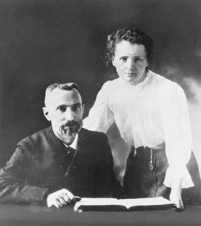 Melyik kettő radioaktív elemet fedezte fel a Curie házaspár?