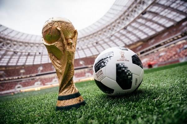 Melyik évben rendeztek először labdarúgó világbajnokságot?