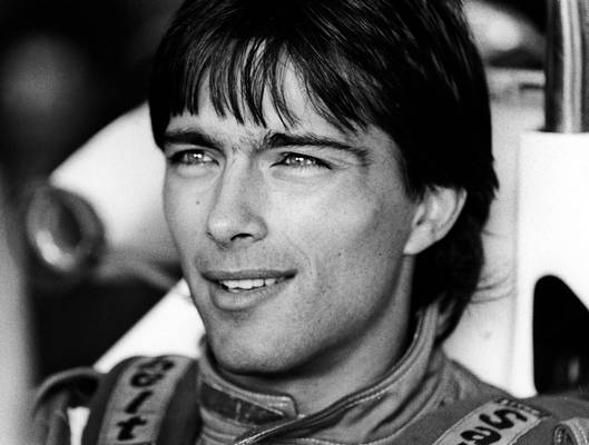 Melyik évben halt meg Kesjár Csaba autóversenyző?  :(