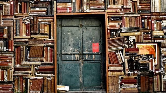 Április 23. a könyv és a szerzői jogok világnapja. Az alábbiak közül melyiknek van köze a könyvekhez?