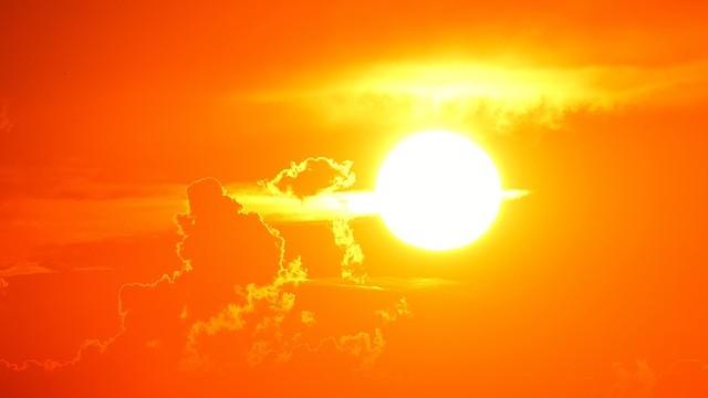 Ennyi idő alatt fordul meg saját tengelye körül a Nap?