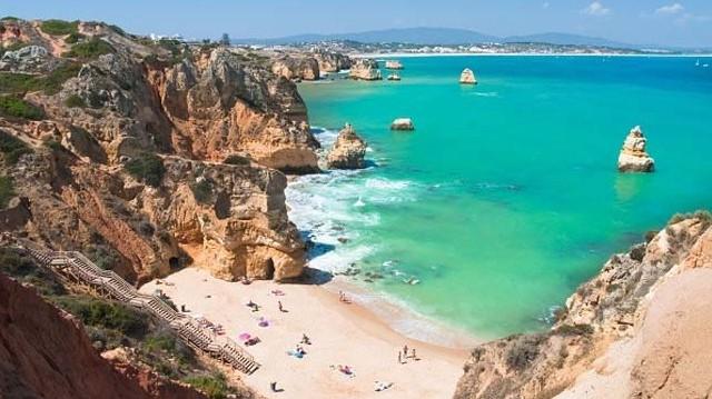 Melyik európai ország határolja keleten Portugáliát?