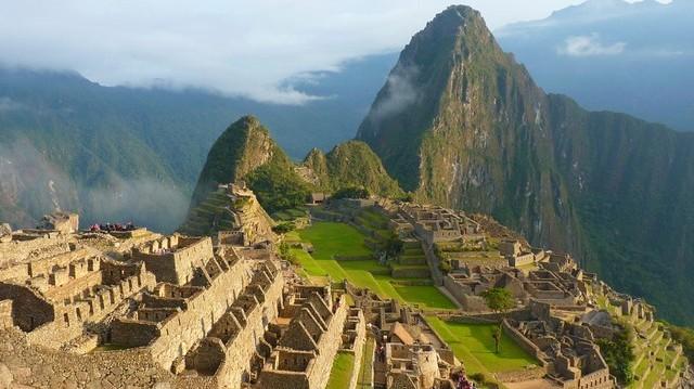 Melyik mai állam területén található a híres romváros, Machu Picchu?
