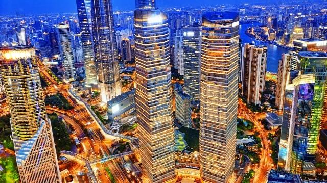Melyik város fekszik a Jangce torkolatvidékén?