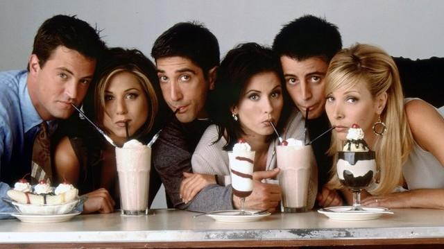Kinek az esküvőjén jött össze Chandler és Monica?