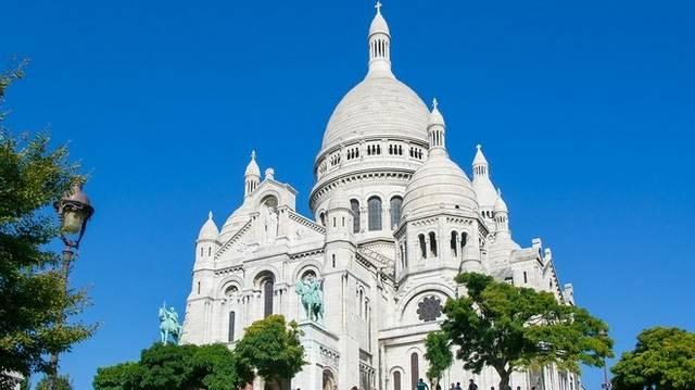 Melyik nagyvárosban található a város legmagasabb pontján (129 méter), a Montmartre-on álló - a képen látható - Sacre Coeur-bazilika?