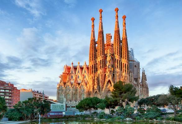 Barcelona melyik tenger partján fekszik?