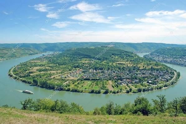 Köln melyik folyó partján található?