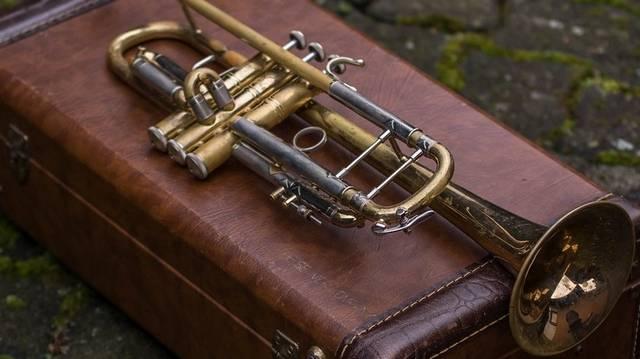 Melyik hangszer nem szerepelhet egy akusztikus koncerten?