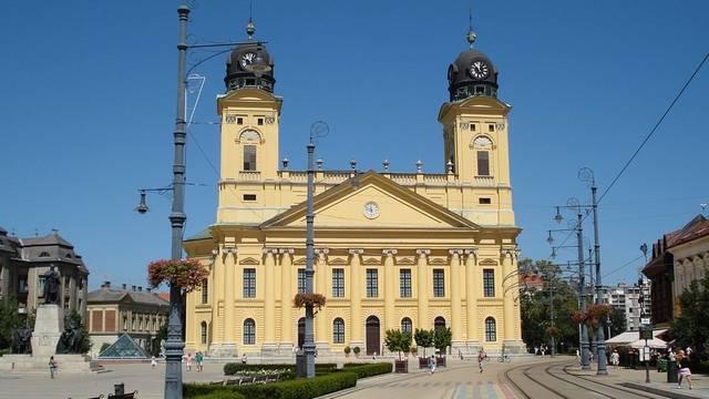 Melyik magyar városban játszódik a Légy jó mindhalálig?