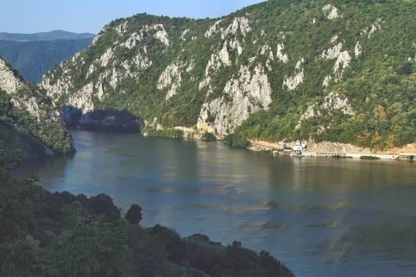Melyik folyón van a Vaskapu-szoros?