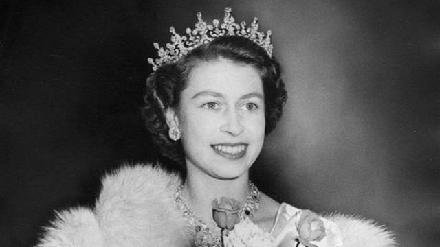Hány gyermeke született II. Erzsébet brit királynőnek?