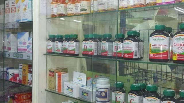 Június 6-án van a Patika nap. Az alábbiak közül melyik a gyógyszertár régies elnevezése?