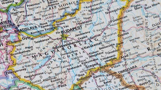 Melyik ország nem délről határolja Magyarországot?