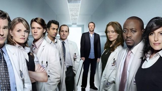 Angol színész. Legismertebb szerepe Dr. Gregory House a Doktor House című televíziós sorozatban.