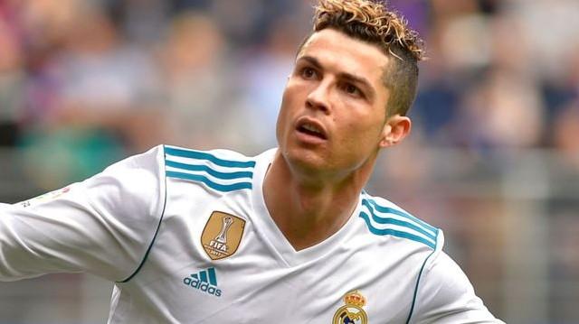 Christiano Ronaldo. Melyik nemzeti válogatottban játszik?