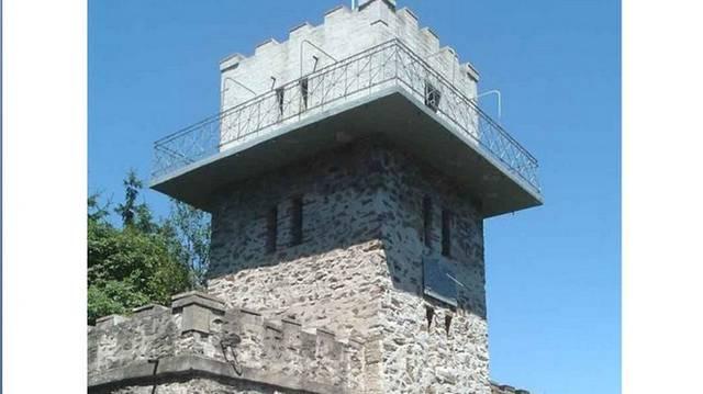 Az Írott-kő 882 m-es magasságú, ezzel Magyarország legmagasabb hegycsúcsai között a 44. Melyik hegységben található az Írott-kő?