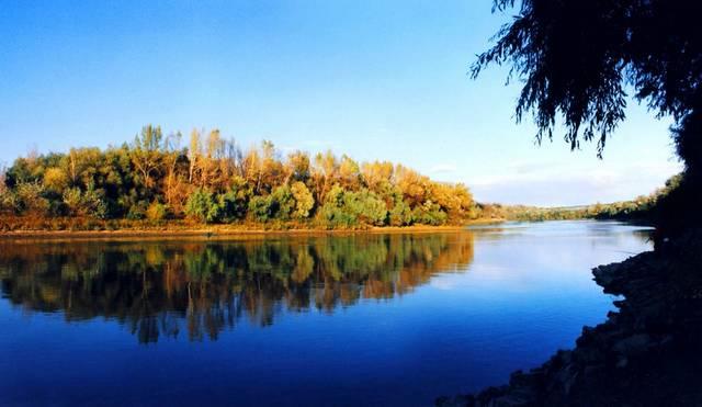 Melyik folyó szerepel még Petőfi, Tisza című versében?