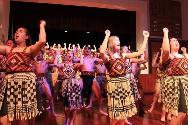 Melyik ország őslakosai a maorik?