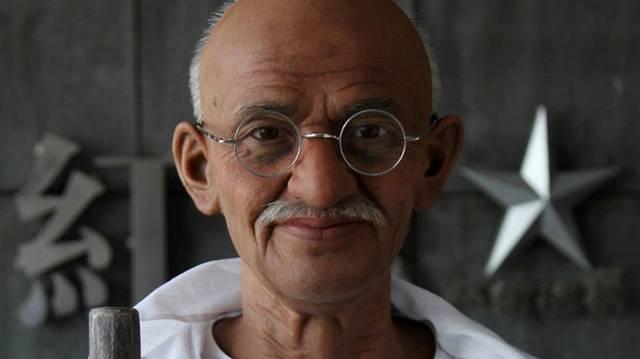 Mahatma Gandhi nevében mit jelent a mahatma?