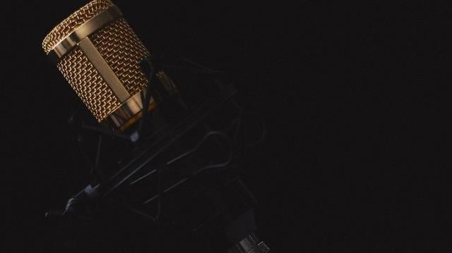 Melyik rádióműsor fűződik Mester Ákos nevéhez?