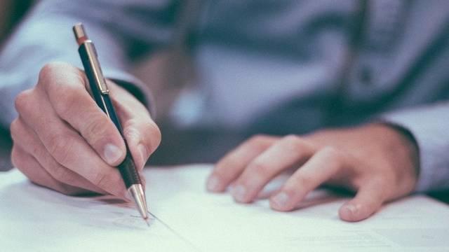 Hogyan írjuk helyesen a személyi jövedelemadó rövidítését?