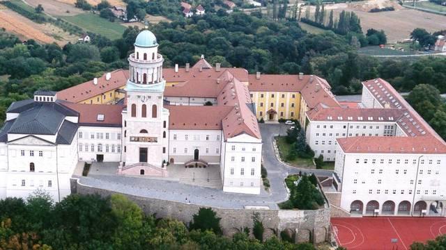 Melyik megyénkben található a Pannonhalmi Bencés Főapátság?