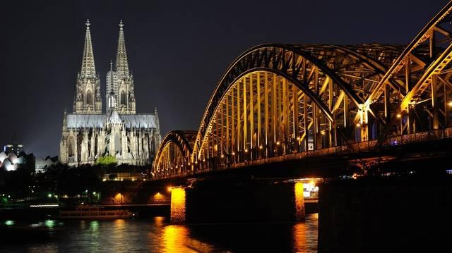 Melyik nagyváros folyója a Rajna?