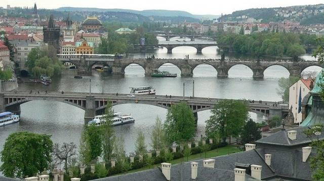 Melyik nagyváros folyója a Moldva?