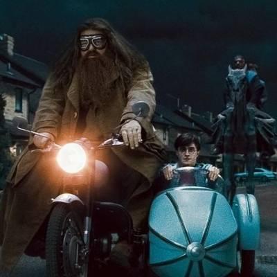 ..Harry szállítása közben ráült.