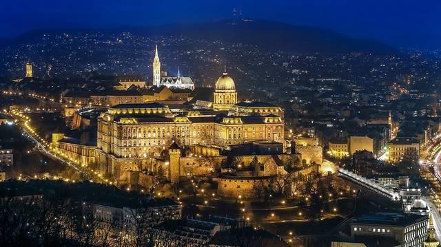 Mikor egyesült Pest, Buda és Óbuda?