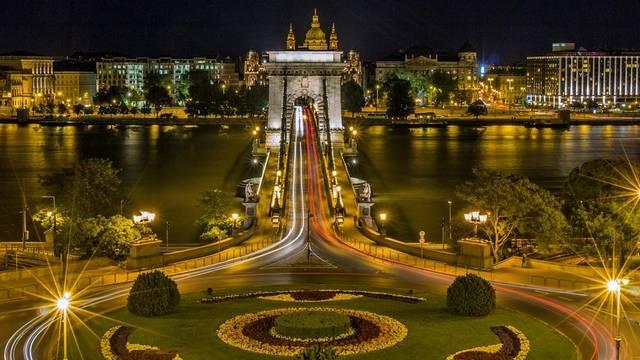 Mely országgal nem határos Magyarország?