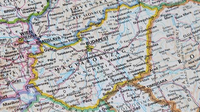 A felsoroltak közül, melyik ország nem határos Magyarországgal?