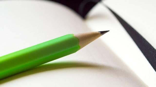 Nem írom pennával, / Fekete tentával, / De szablyám élivel, / Ellenség vérivel, / Az én örök híremet.