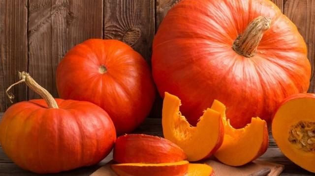 Ősszel népszerű, vitamin és kalóriadús étek a sütőtök. Innen származik a sütőtök