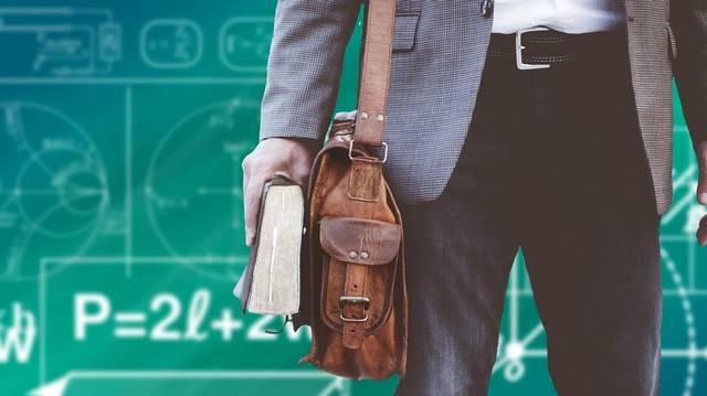 A hazai felsőoktatásban ki áll a vezetői ranglétra legmagasabb fokán?