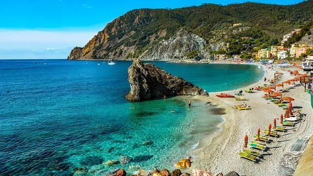 Melyik város található a Ligur-tenger partján?