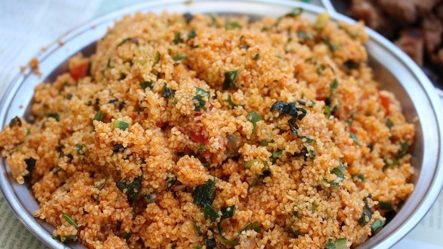 """Magyarországon a török éttermekben """"török rizsnek"""" is nevezik. Mi az?"""