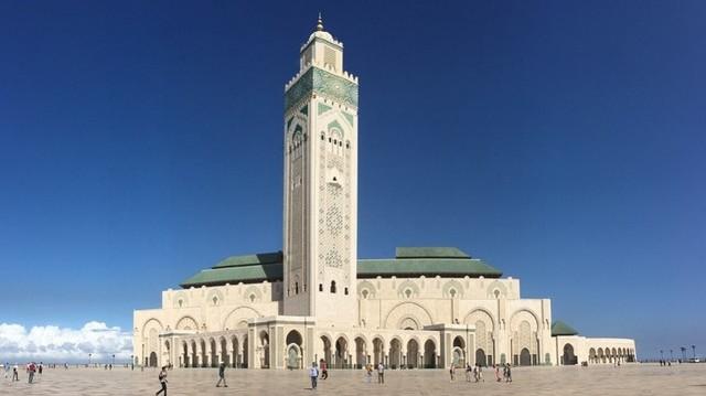 Legnagyobb városa Casablanca, fővárosa: Rabat. A Függetlenség napját november 18-án ünneplik. Melyik országban nemzeti ünnep november 18.?