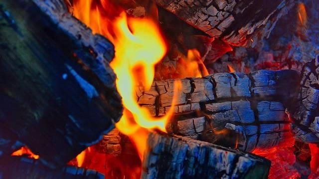 Mit kell hinteni a kialvó tűzre, hogy feléledjen?