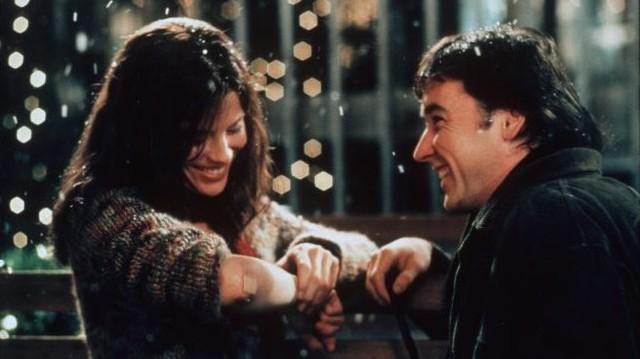 New Yorkban, egy vásárlóktól nyüzsgő napon Jonathant és Sarát összehozza a véletlen.