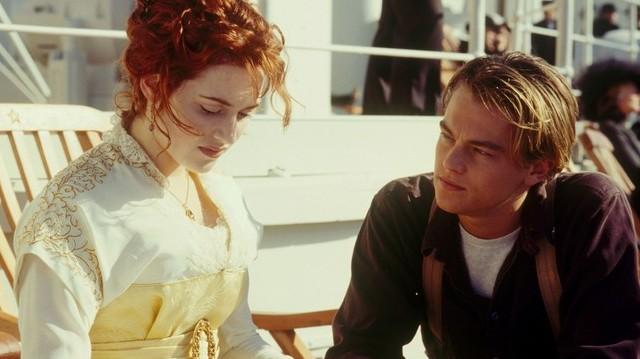 Jack és Rose két teljesen különböző világból érkeznek a világ legnagyobb és legbiztonságosabbnak vélt óceánjárójára.