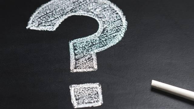 Milyen állat teste alkotja a sasfejű griffmadár testét?