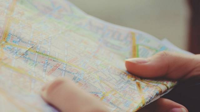 Ki az az alábbiak közül, aki nem térképet készít?