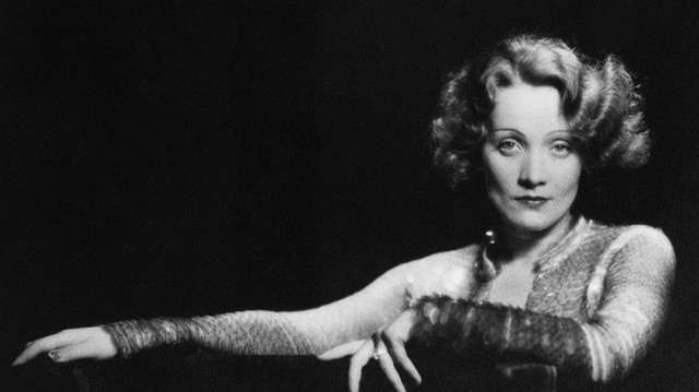 Divatikon, aki rendszeresen mutatkozott férfiruhában a nyilvánosság előtt. Német színésznő, énekesnő. Ki ő?