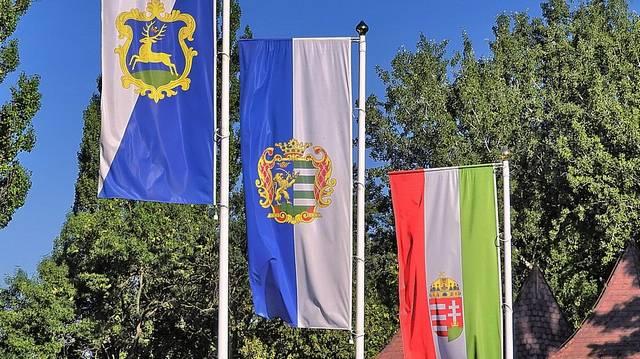 Egyszerűbb a megfejtés, mint gondolnád! A kérdés, hogy az első zászló alapján melyik településünkön járunk?