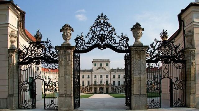 Hol található az Esterházy-kastély?