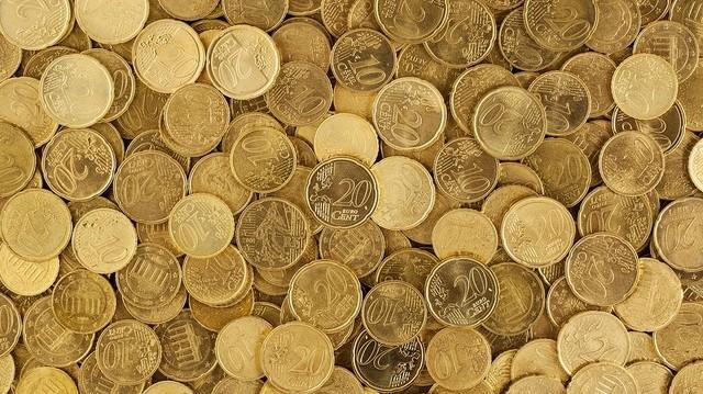 Mikortól került készpénz formájában is forgalomba az euró?